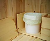 détail du meuble toilette sèche à compost