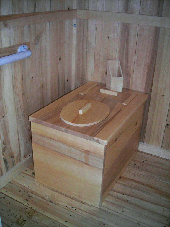 Montage toilettes sèches handicapé