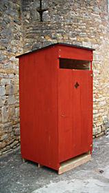 toilette sèche à compost ocre rouge